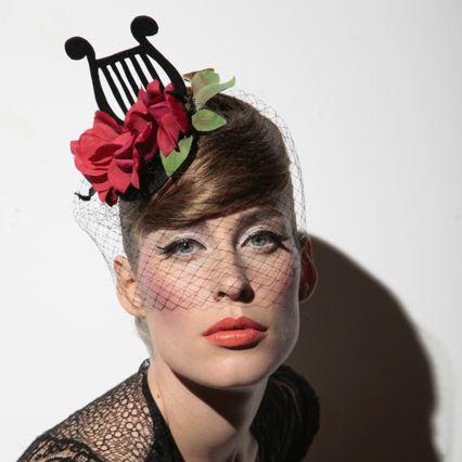 Fiona-Bennett-Hüte-Berlin-Modistin-Potsdamerstraße