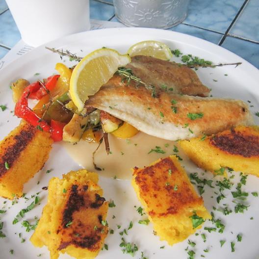 Der Fischladen Berlin Schönhauser Allee gebratener Fisch