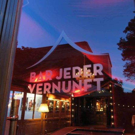Eingang der Bar jeder Vernunft Berlin