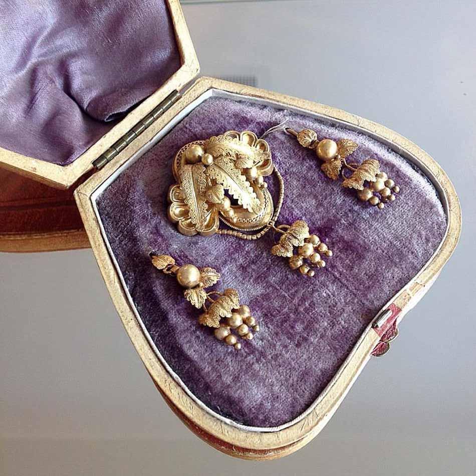 Schmuskstücke bei Antique Vintage Jewellery Berlin Mitte-15