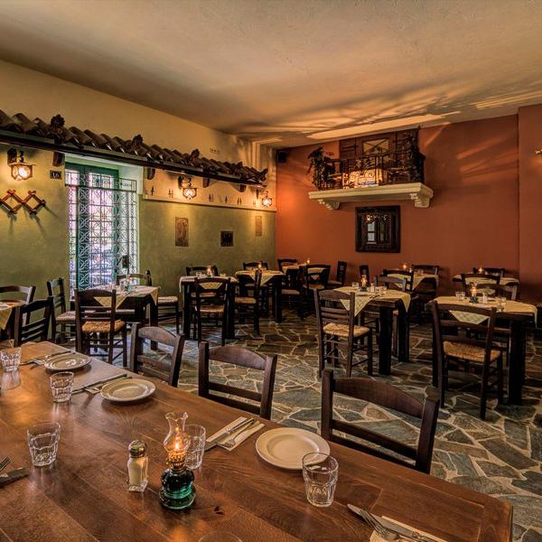 Taverna Ousies Grieche Berlin Grunewaldstraße Schöneberg Einrichtung