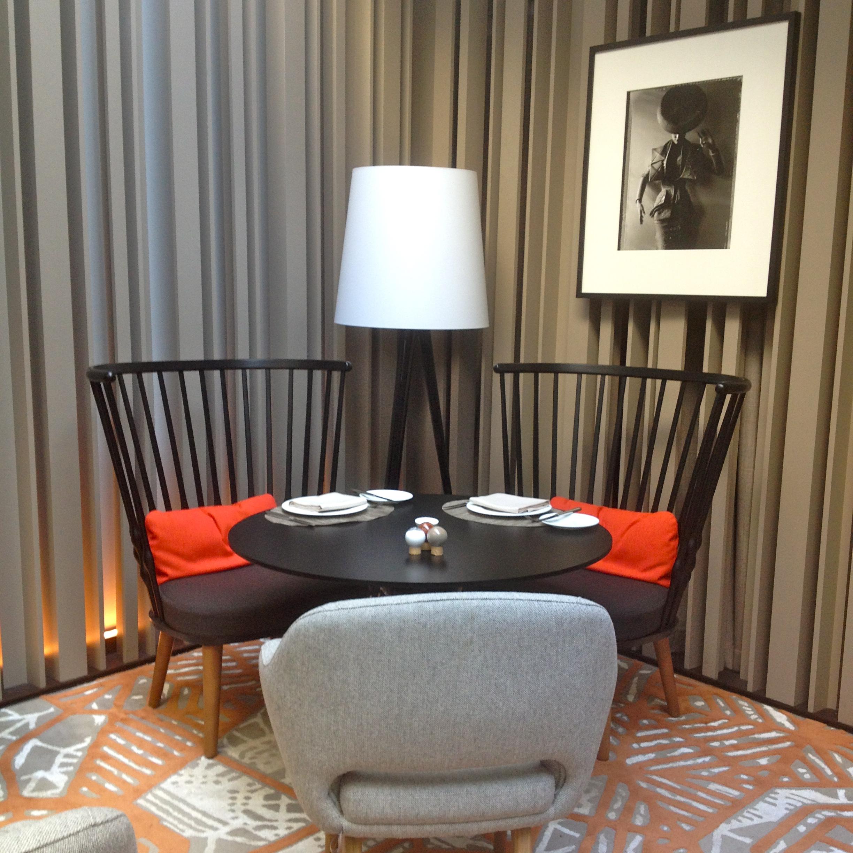 fr hst ck in berlin das hotel stue creme berlin. Black Bedroom Furniture Sets. Home Design Ideas
