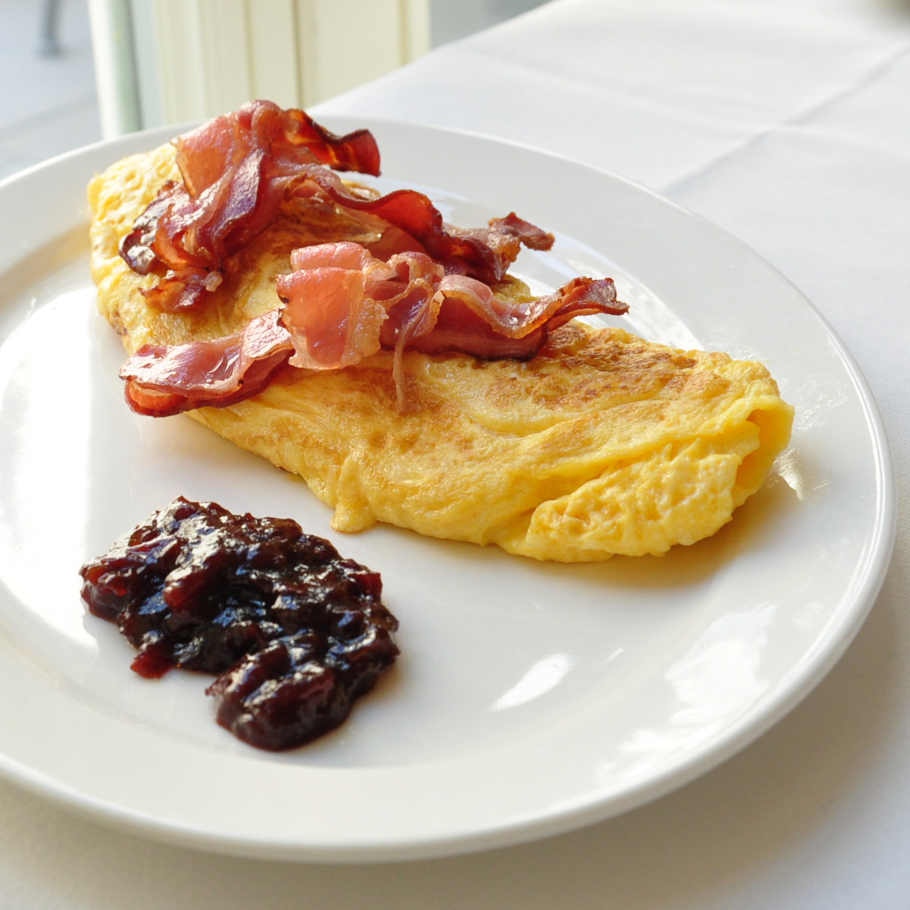 Kaffeehaus-Grosz-Berlin-Fruehstueck-Omlette-Tomatenmarmelade