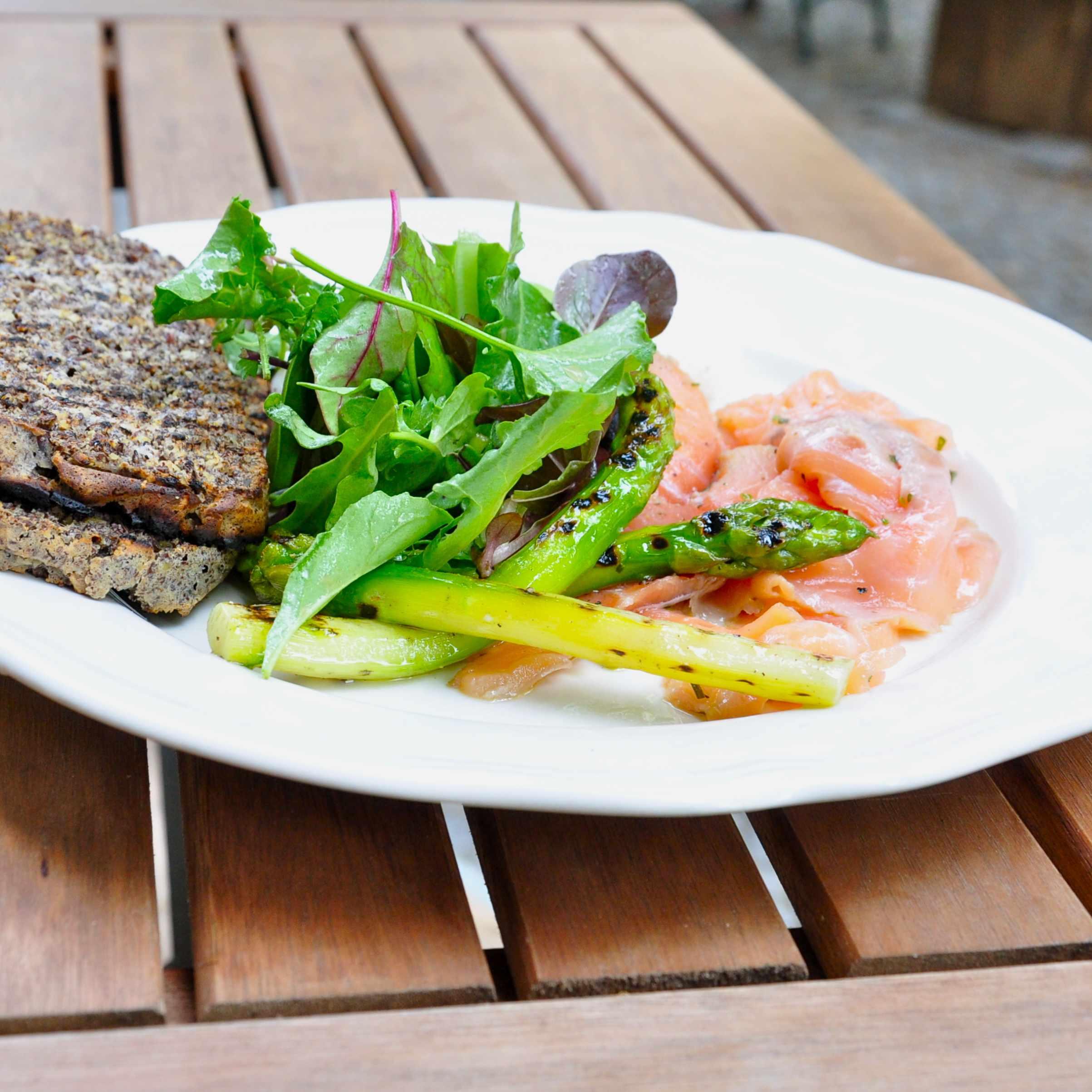 Sauvage-Berlin-Paleo-Restaurant-Fruehstueck-Lachs