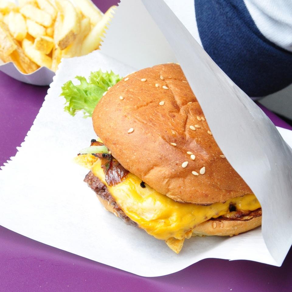 Burger-de-Ville-Berlin-Cheeseburger