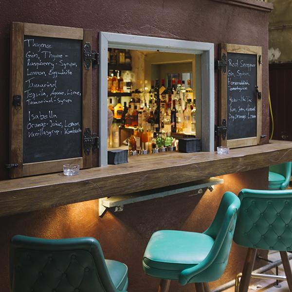 Le-Croco-bleu-Bar-Berlin-Theke