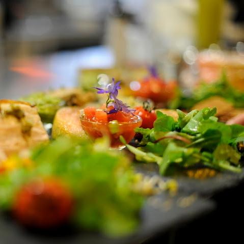 Paleo-Restaurant-Sauvage-Berlin-Interieur-Salat
