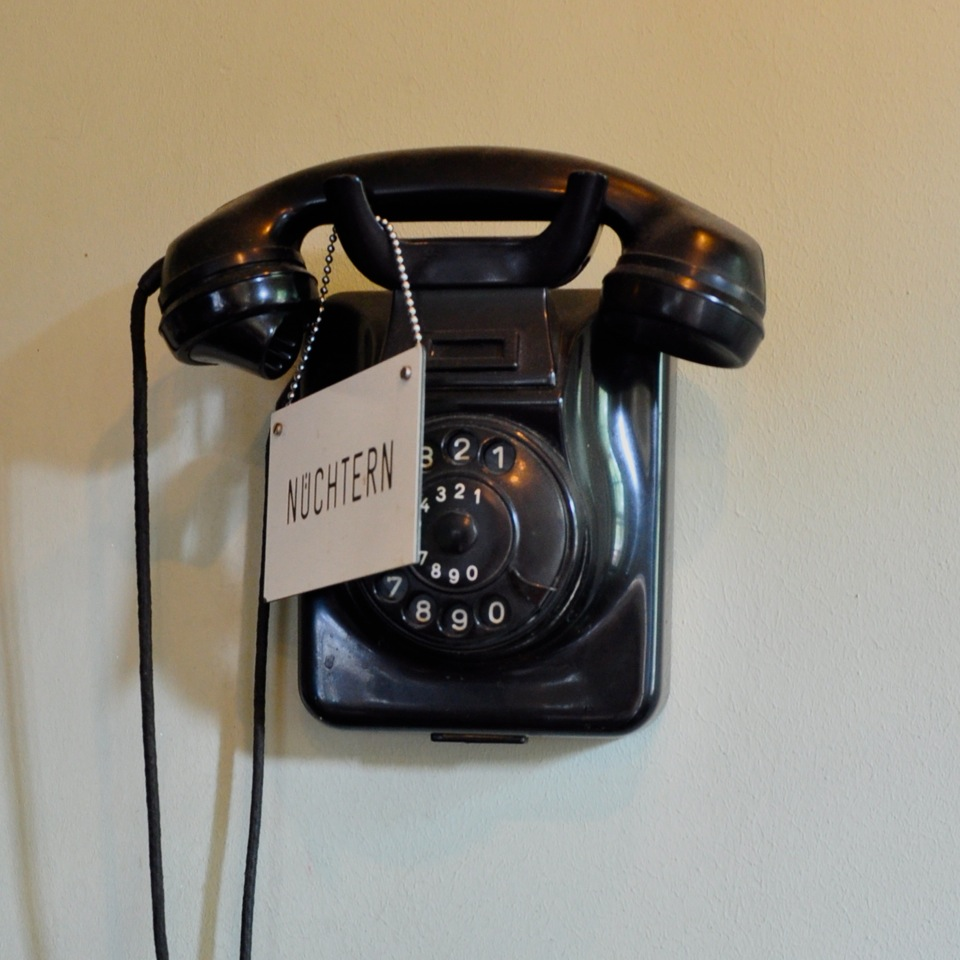 Kaiserdiele-Berlin-Friedenau-Bar-Weingarten-Telefon