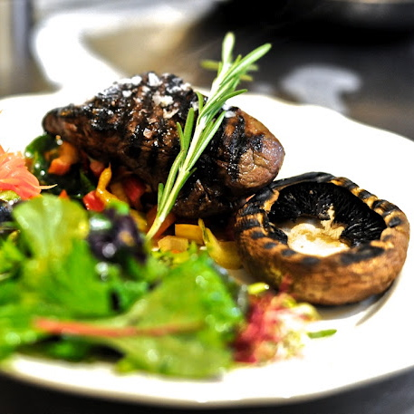 Paleo-Restaurant-Sauvage-Berlin-Interieur-Meat