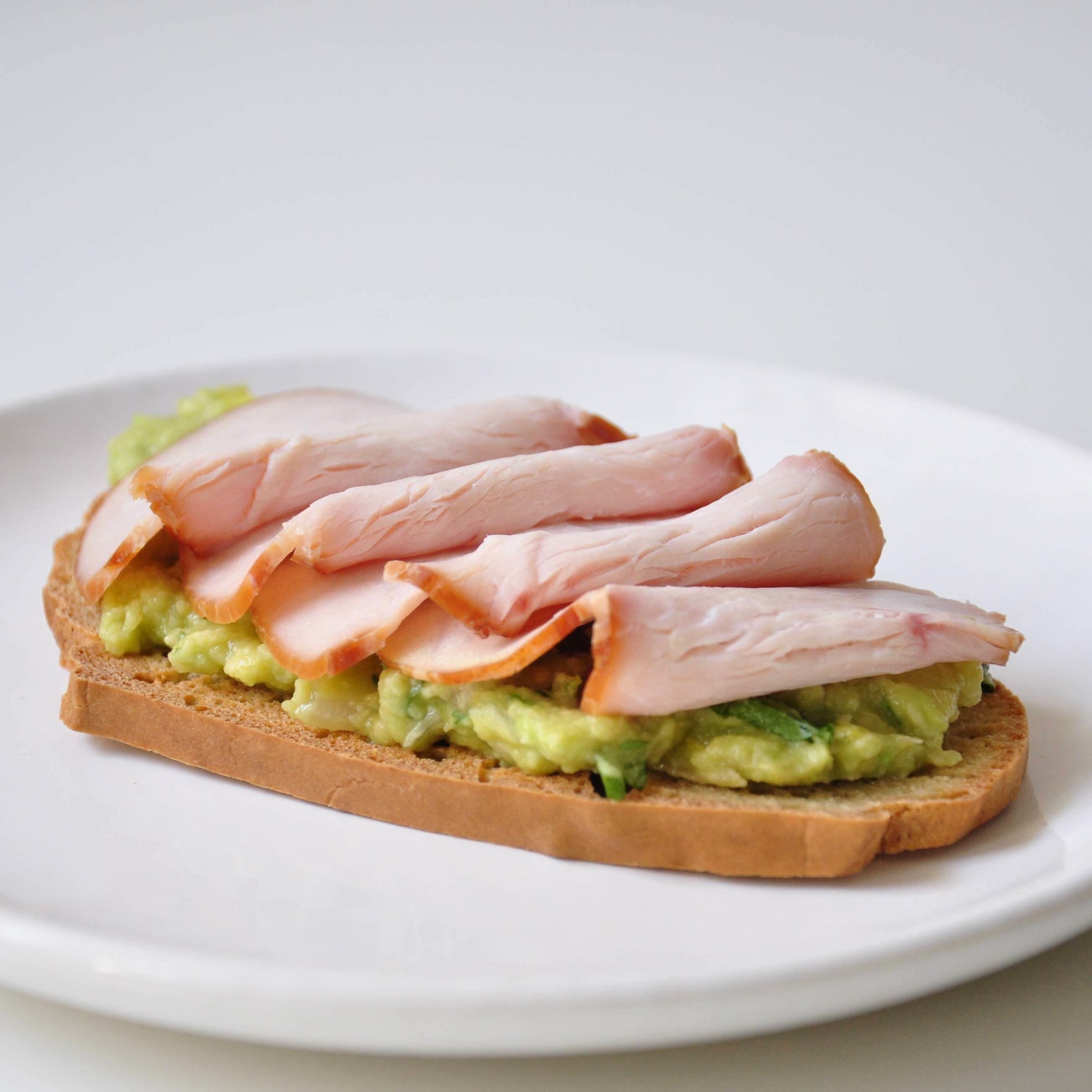 Paleo-Sandwich-Putenbrust-Guacamole