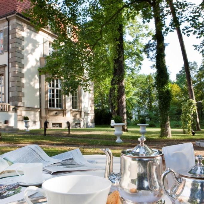 Schlossshotel-Grunewald-Berlin-Frühstück-im-Garten