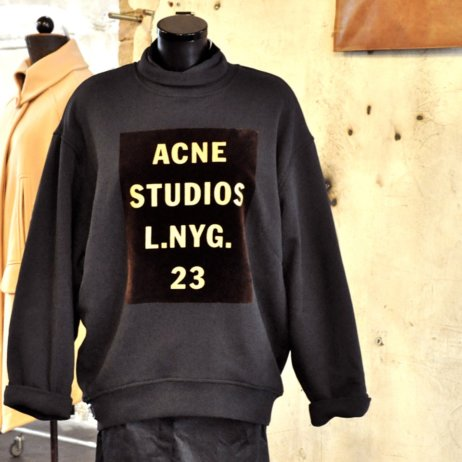 Voo-Store-Berlin-Fashion-Shop-Acne