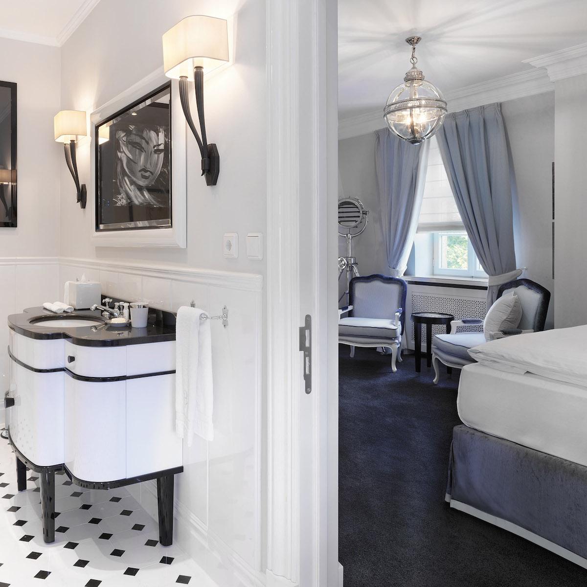 Patrick Hellmann Schlosshotel Berlin Grunewald_Offenes Badezimmer