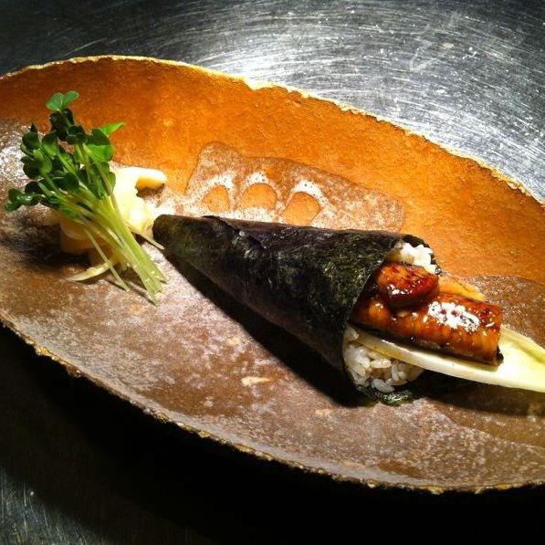 BAR-TAUSEND-KANTINA-BERLIN-INTERIEUR-Sushi
