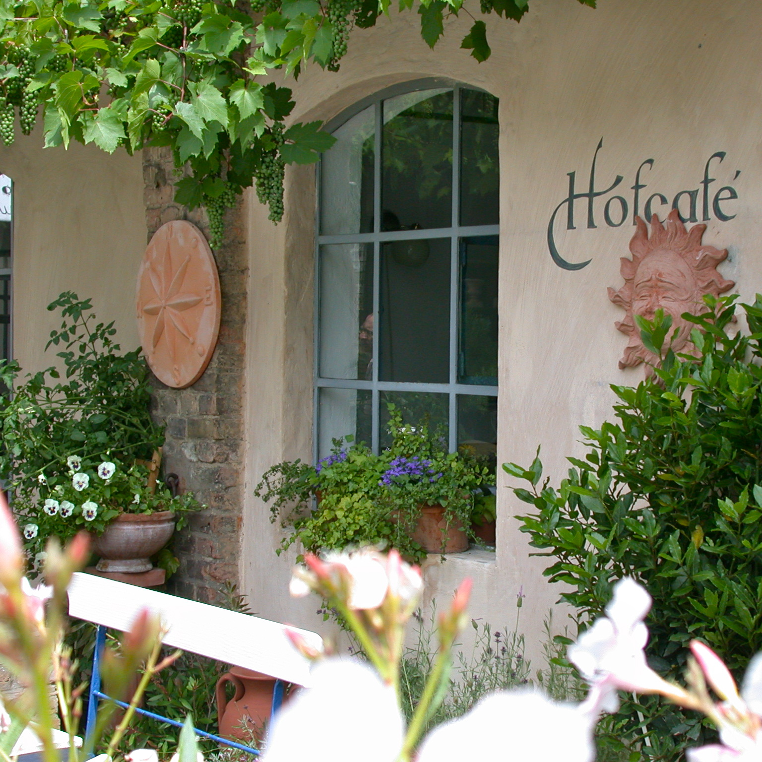 Hofcafe-Mutter-Fourage-Berlin-Wannsee-Cafe