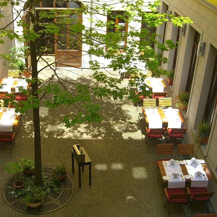Traube-Restaurant-Berlin-Mitte-Terrasse