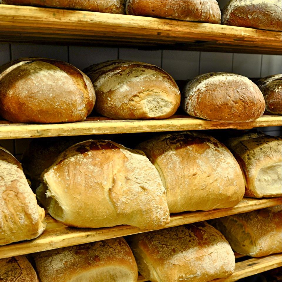 Baecker-Mann-Berlin-frisches-Brot-Baeckerei