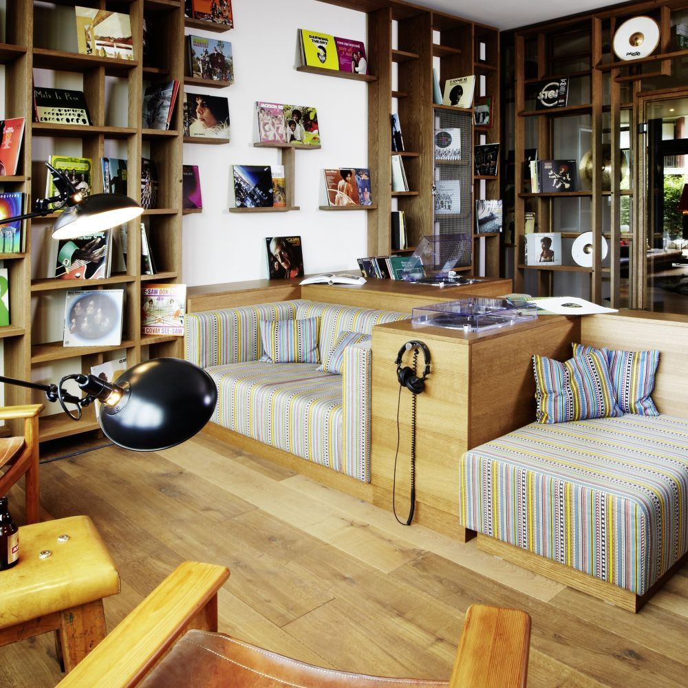 25h-HafenCity---Vinyl-Room