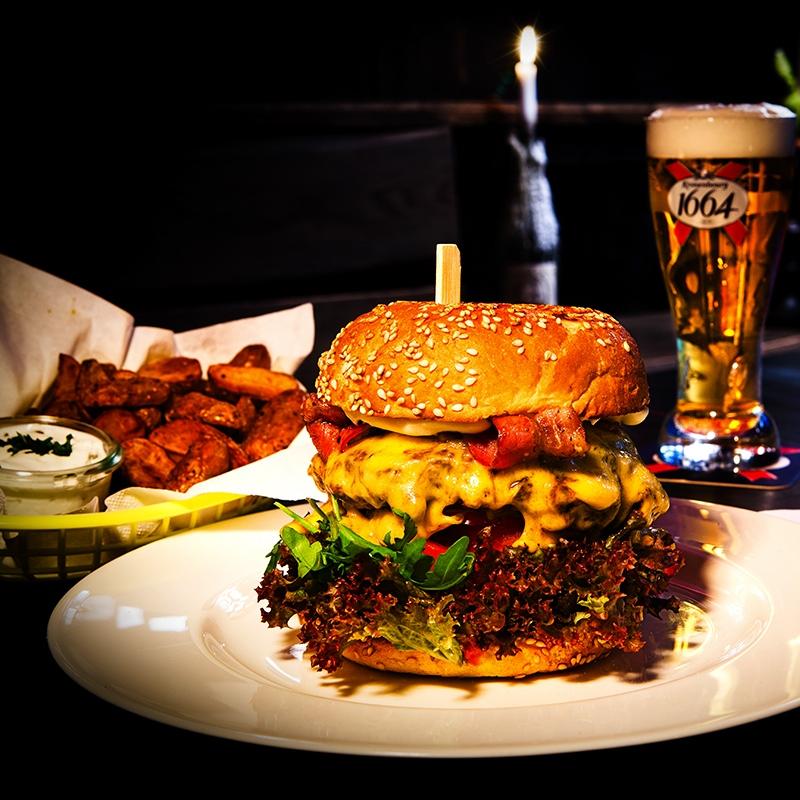 Chapeau-Restaurant-Grill-Bar-Burger