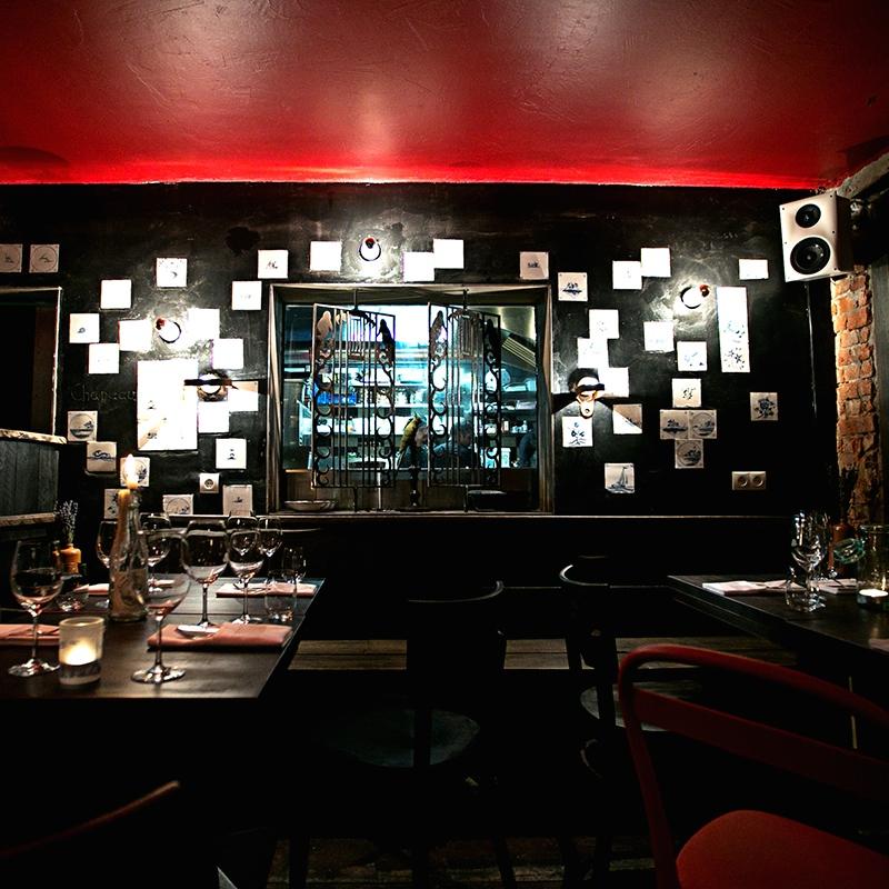Chapeau-Restaurant-Grill-Bar-Tische