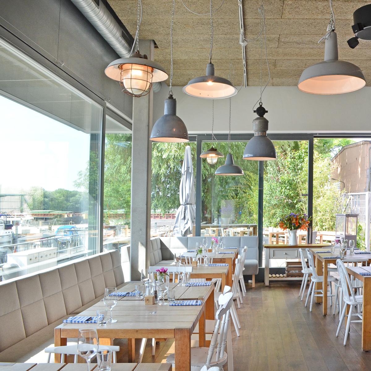 Restaurant Hafenküche mit Blick aufs Wasser
