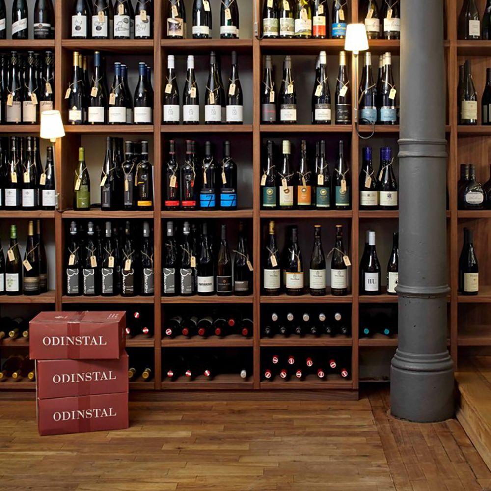 Witwenball Weinbar Restaurant Eimsbuettel Weinregal