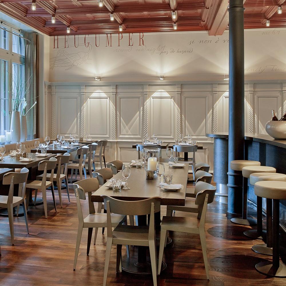 Heuguemper Restaurant Zürich Altstadt Tische