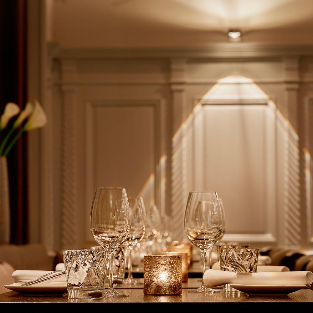 Heuguemper Restaurant Zürich Altstadt gedeckter Tisch