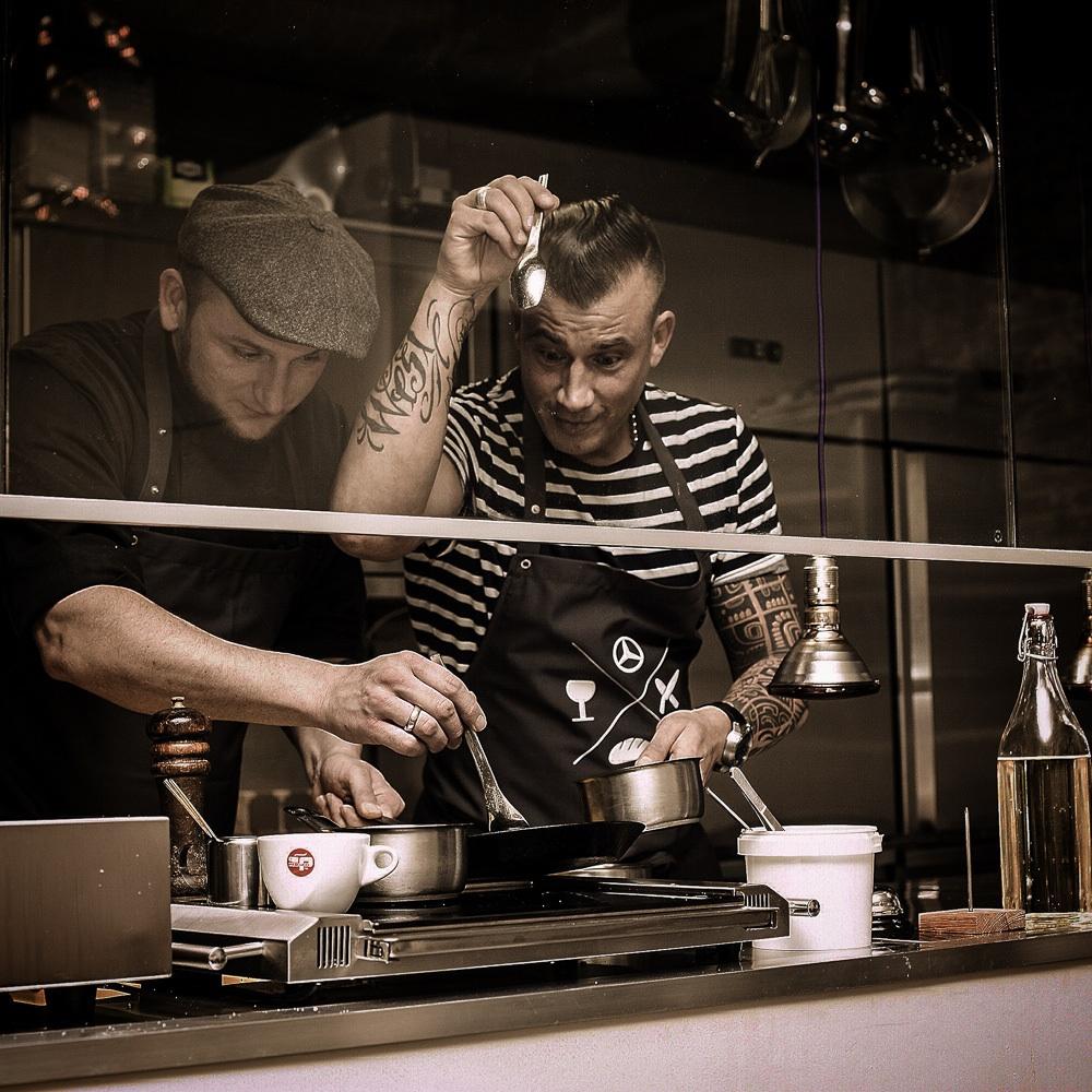 Lila Nashorn Restaurant Hamburg Ottensen Köche in der Küche
