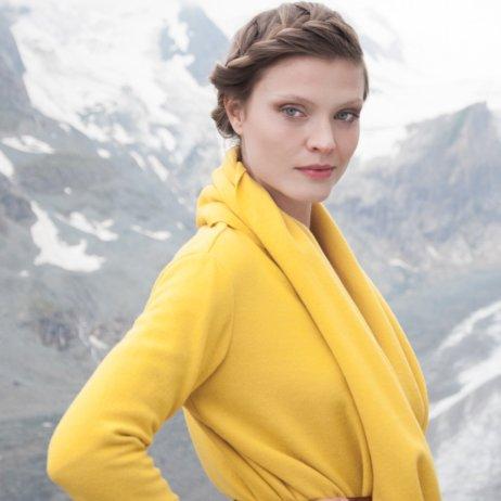 Elfenkleid Brautmode Mode Wien gelbe Strickjacke