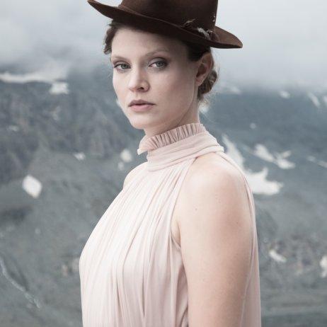 Elfenkleid Brautmode Mode Wien Kleid mit Kragen