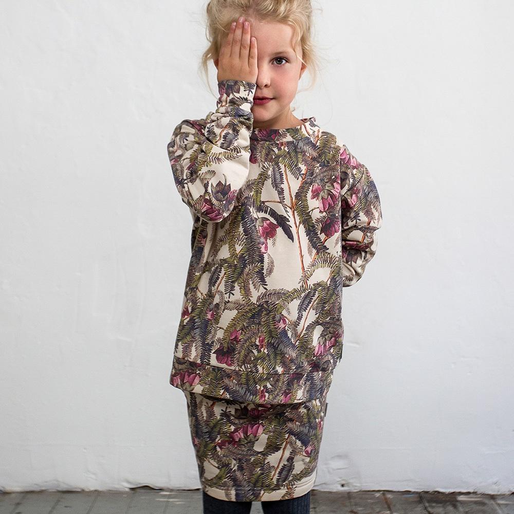 Milk Copenhagen Kindermode zuhause bestellen Hose und Sweatshirt mit Palmenprint