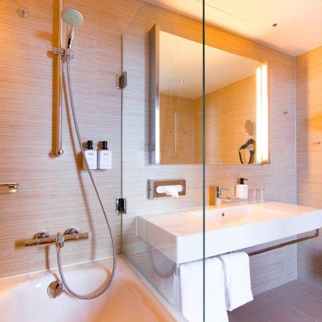 Scandic Hamburg Emprop City Hotel Badezimmer