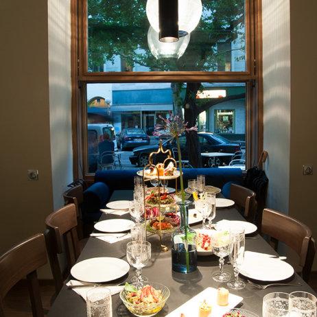 Café Ansari Kaffeehaus Wien Tisch