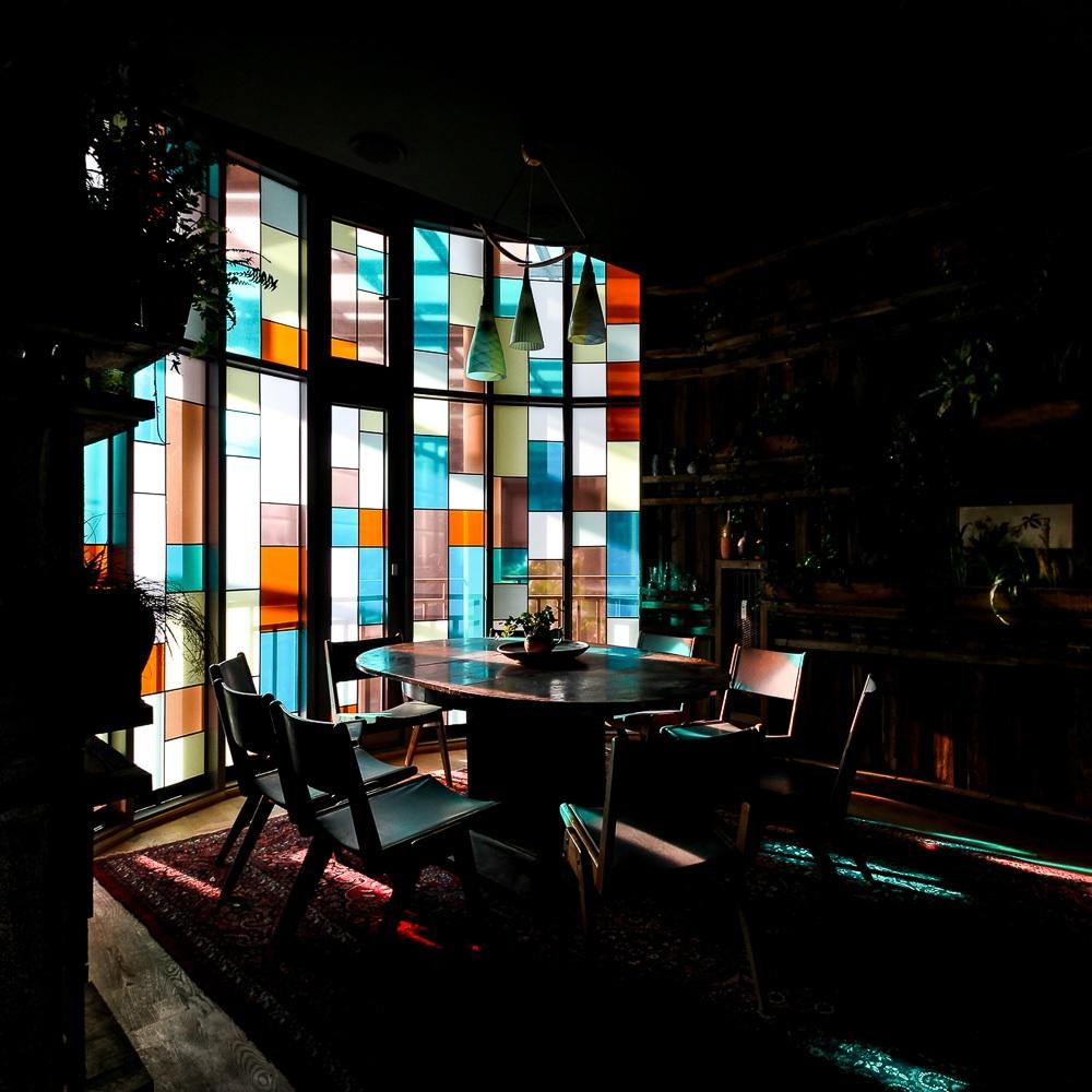 House of Small Wonder Café Berlin New York bunte Fenster
