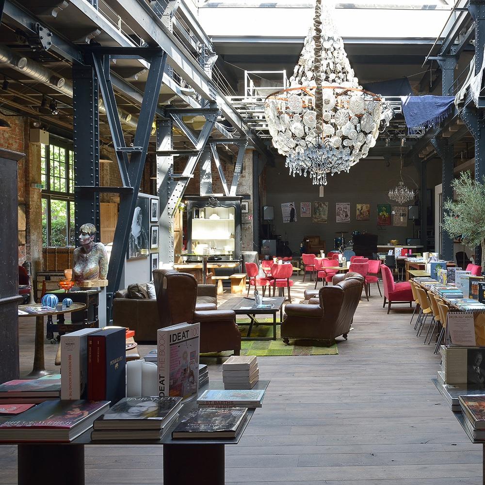 The Box Concept Store Hamburg Kronleuchter