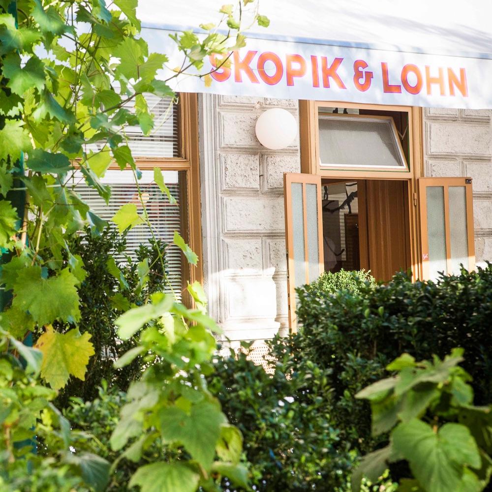Skopik und Lohn Restaurant Wien begrünter Eingangsbereich