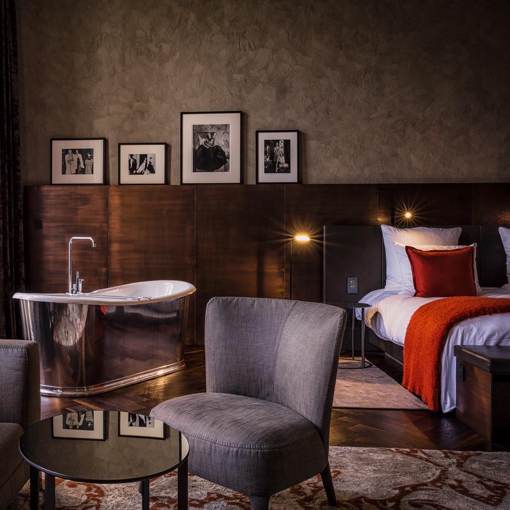 Stue Hotel Berlin Tiergarten Zimmer mit freistehender Badewanne