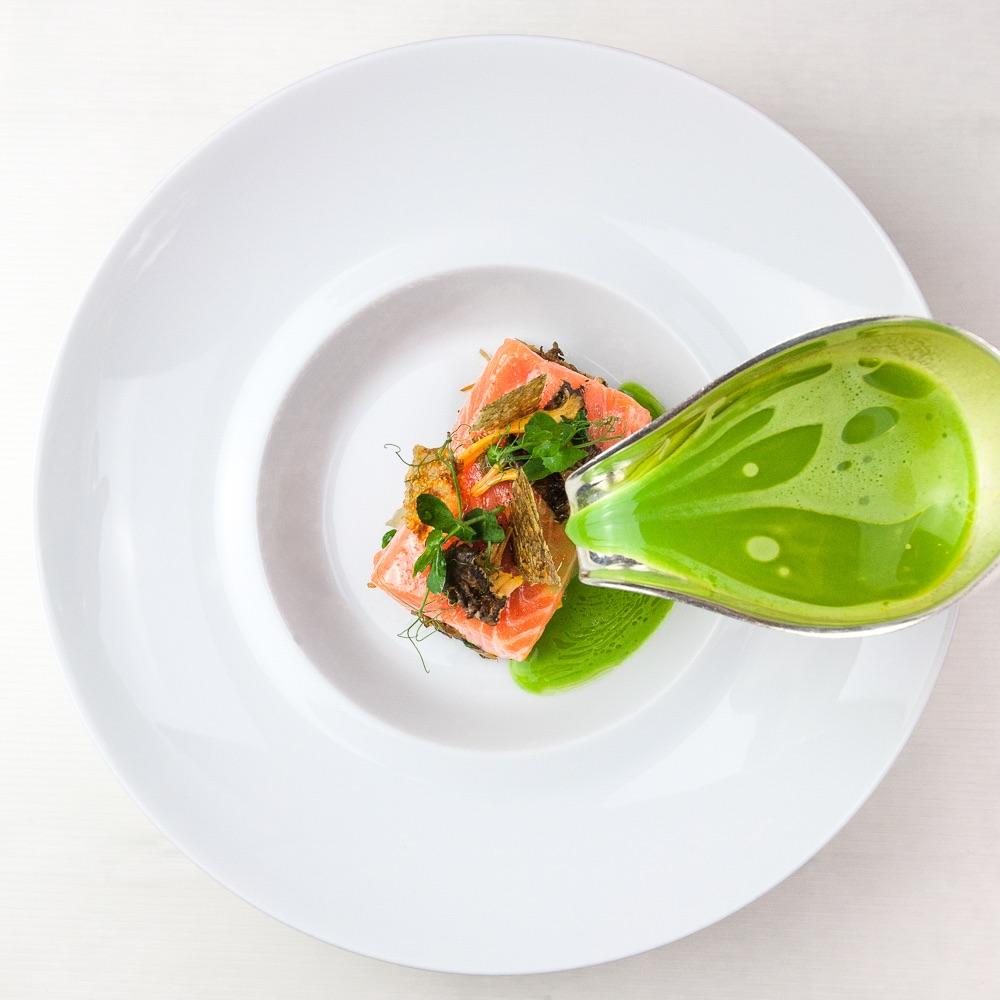 Fischers Fritz Restaurant Michelin Stern Berlin Lachsfilet mit Soße