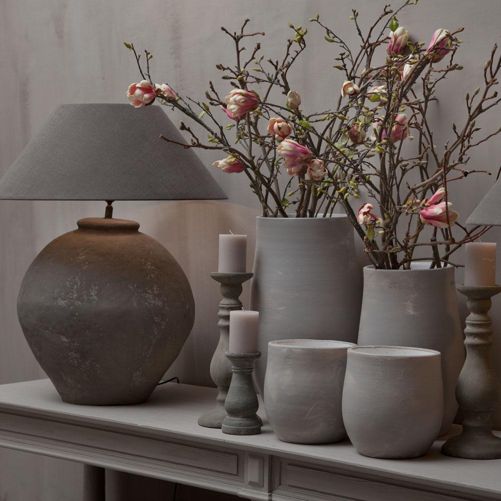 Rix Interior Berlin Vasen und Lampe