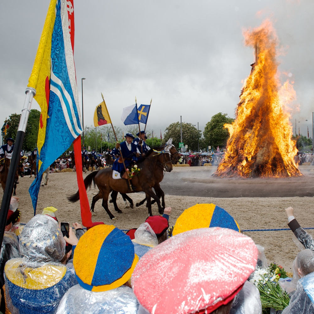 Sechseläuten Frühlingsfest Zürich Reiter am Feuer