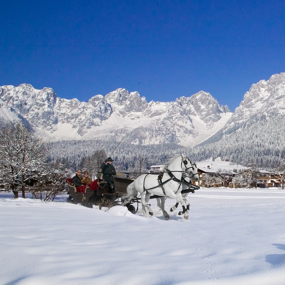 Stanglwirt Hotel Going am Wilden Kaiser Österreich Kutsche im Schnee