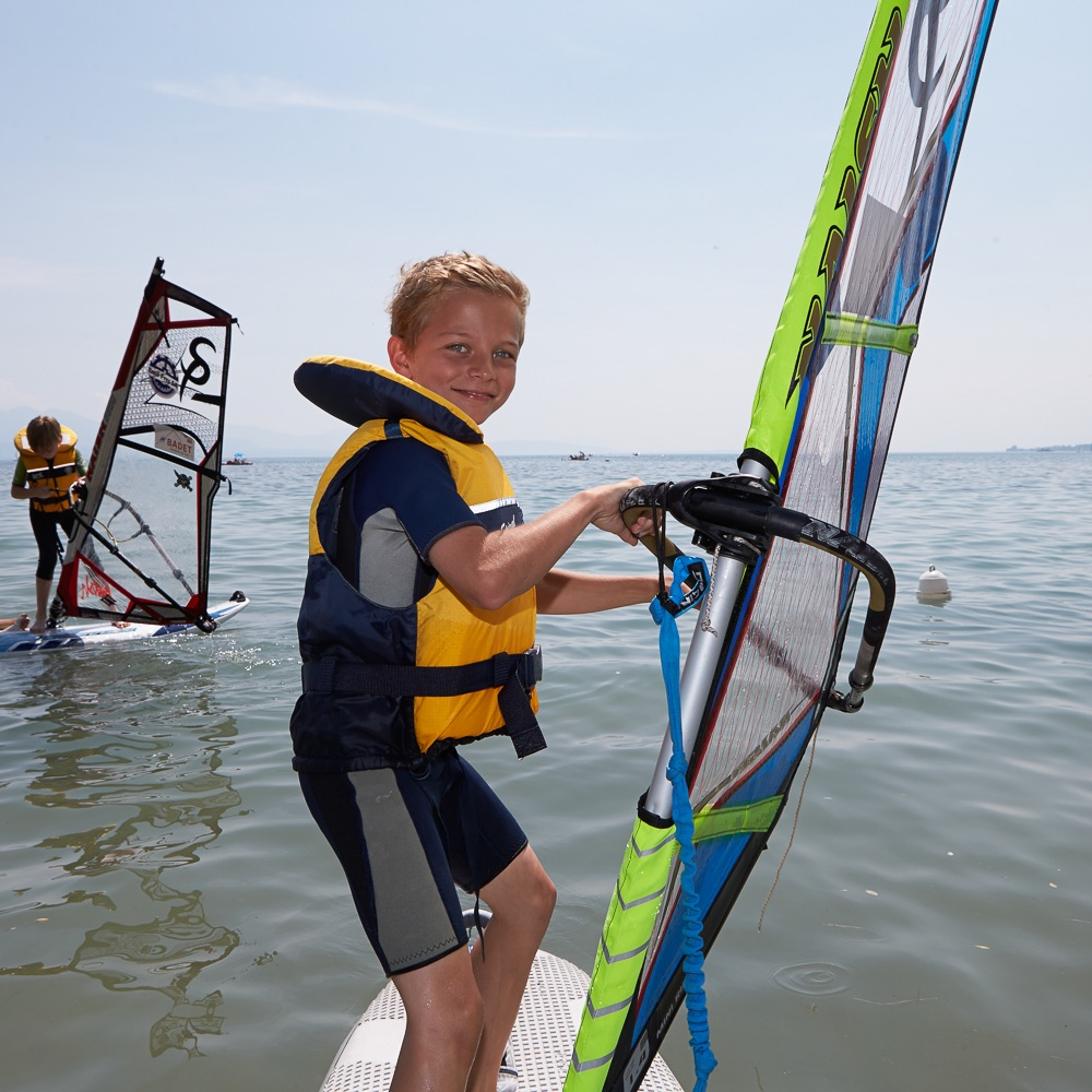 Brillantmont International School Lausanne Schweiz Windsurfen