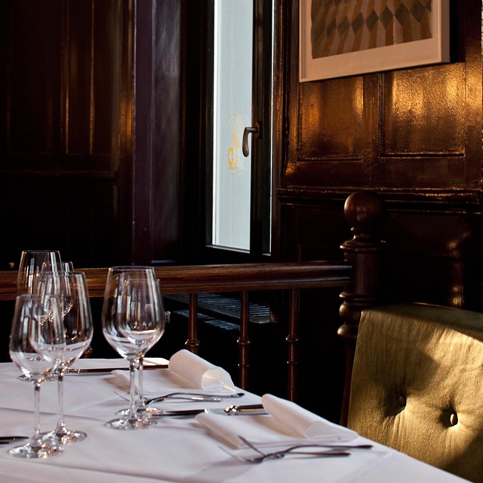 Helvetia Restaurant Bar Zürich gedeckter Tisch