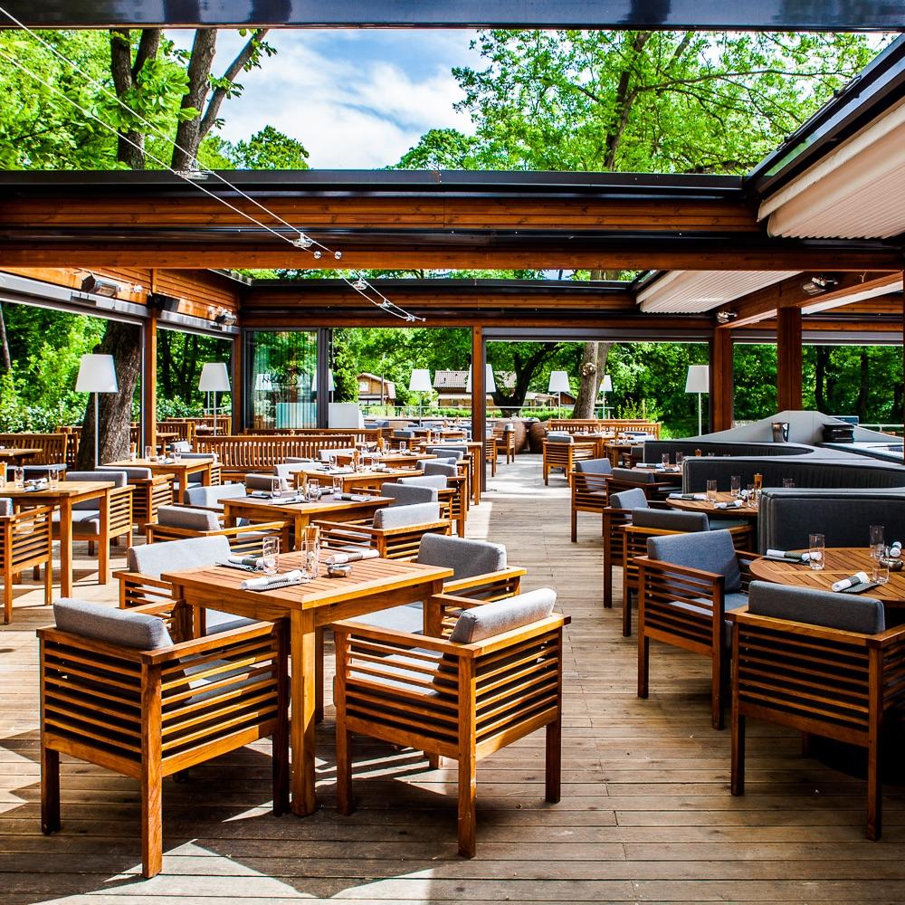 Klee Restaurant Terrasse am See Tische