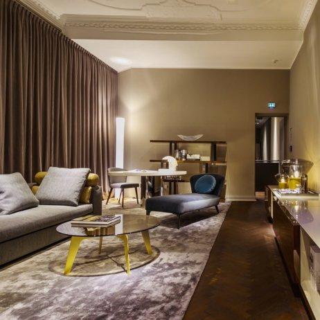 Minotti Showroom Berlin Sofa Sessel Bett Wohnbereich