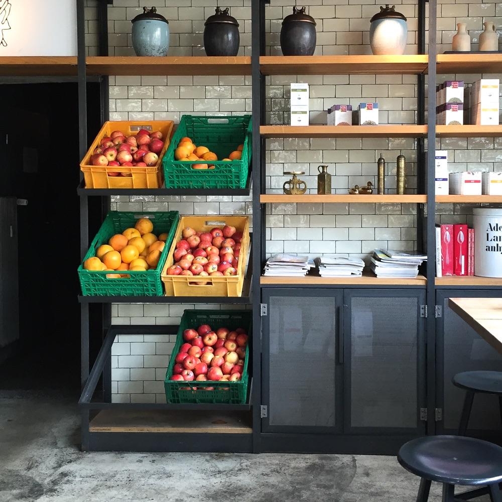 Spreegold Cafe Restaurant Berlin Regale