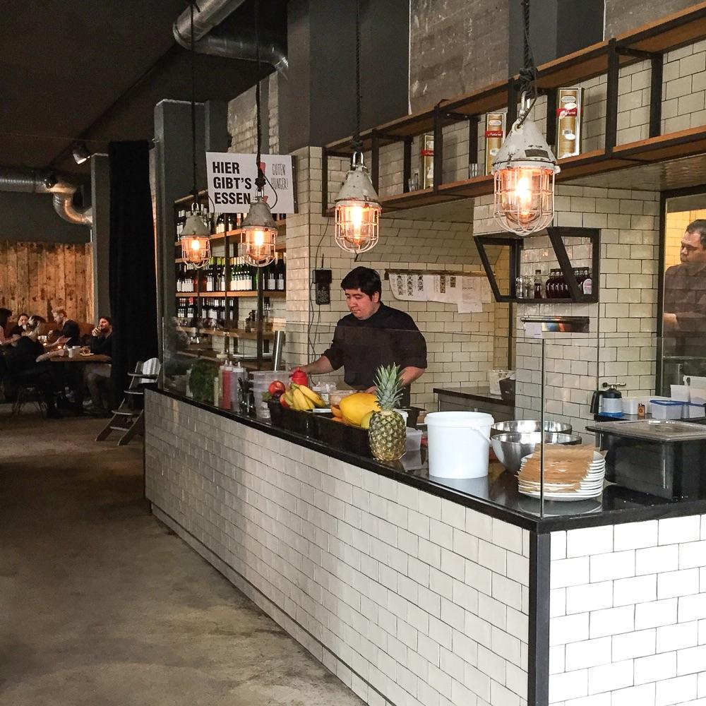 Spreegold Cafe Restaurant Berlin Theke