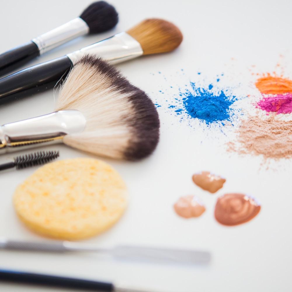 Schminks Hairstyling Make-Up Wien Pinsel