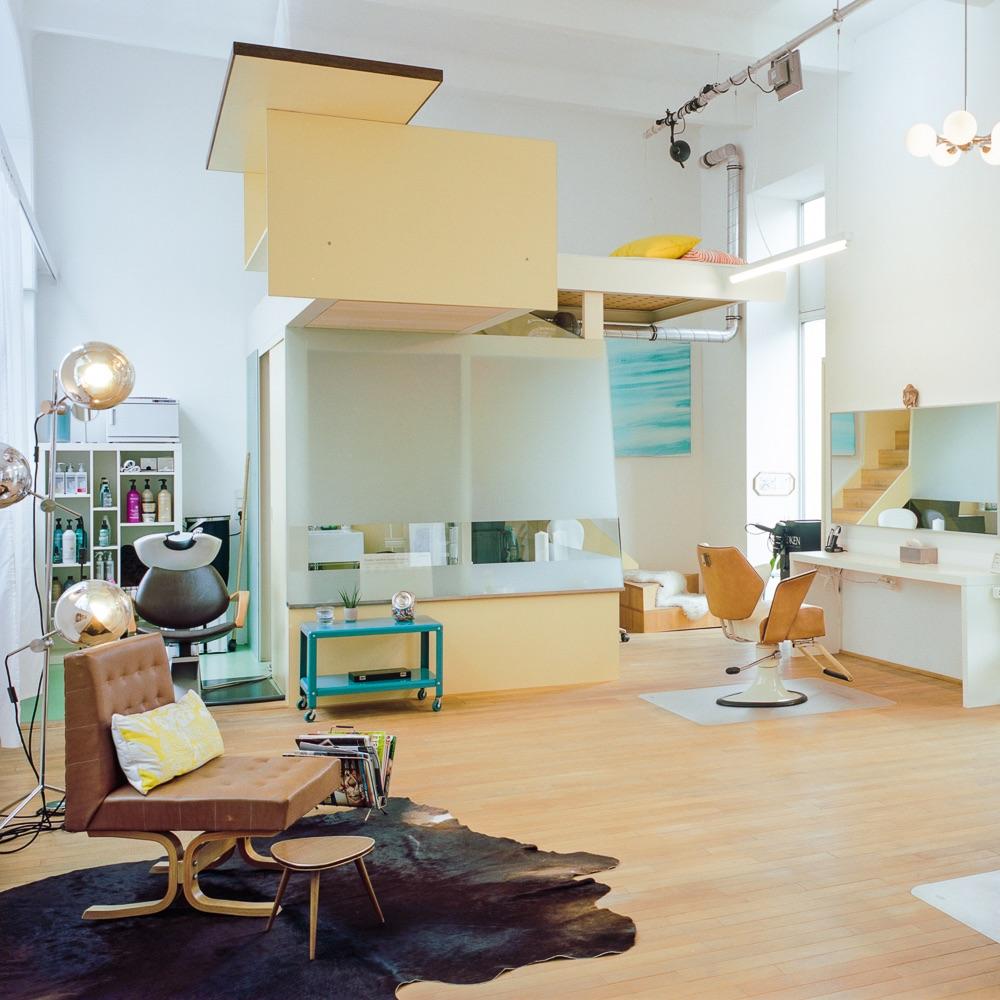 Schminks Hairstyling Make-Up Wien Einrichtung